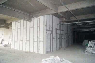 混凝土轻质隔墙板安装步骤