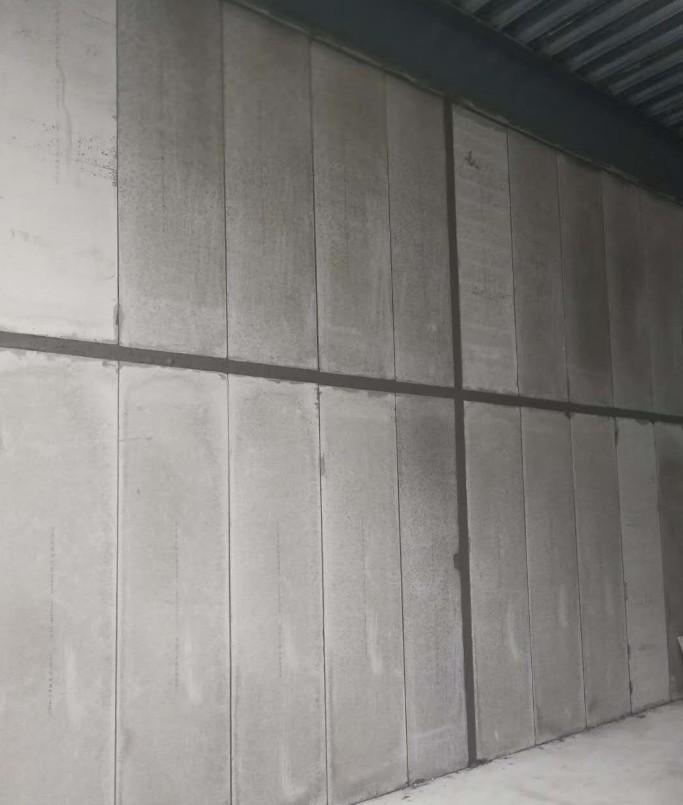 复合实心轻质隔墙板是用什么材料做成的
