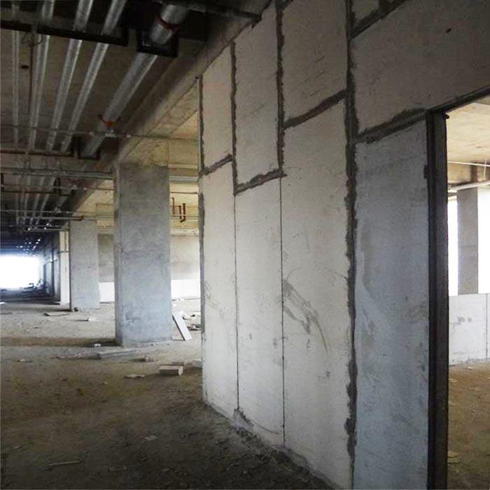 浙江杭州某民生工程水泥围墙板安装现场