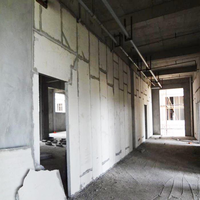南昌某开发楼盘墙面保温隔墙板安装现场